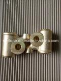 Куя и подвергая механической обработке отростчатый латунный штуцер клапана