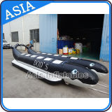 膨脹可能で黒いカラーイルカの形のバナナボート、膨脹可能なTowableバナナボート