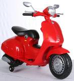 Езда новой модели на мотоцикле