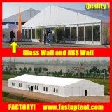 Белый ся роскошным шатер шатра шатра подготовленный воздухом воинский для сбывания