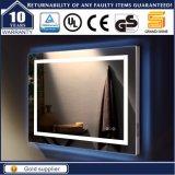 ホテルの壁に取り付けられたLEDによってバックライトを当てられる照らされた浴室ミラー