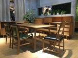 La simplicidad funcional y muebles antiguos para el salón