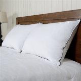 羽の装飾的な枕