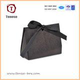 Les ventes en gros raffinent le sac de papier fait sur commande estampé de cadeau avec le logo