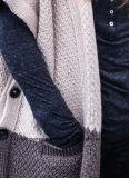 Cappotto pesante del maglione delle lane di inverno delle donne con i tasti