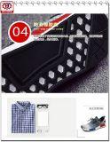 Scarpe da tennis degli uomini con il materiale della maglia