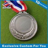 A medalha barata por atacado do espaço em branco do metal com laser gravou seu logotipo