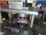 機械を作るアルミホイルの容器