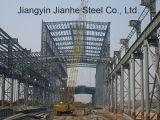 工場倉庫か鋼鉄建物