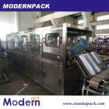 Cadena de producción de relleno en botella 1 galón del agua pura
