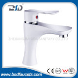Mezclador montado cubierta blanca alta del grifo del lavabo del cuarto de baño del cromo del cuello
