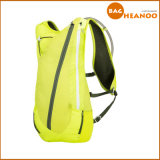 Sac à dos fluorescent d'hydratation avec des sports larges de courroies cachant le sac à dos