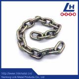 電流を通されるG70黄色いUリンクのホックが付いている鎖を結ぶ