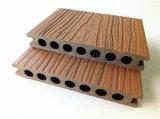 Decking composé en plastique en bois de coextrusion très réduite extérieure de maintenance