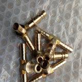 Латунный тройник соединения штуцера трубы