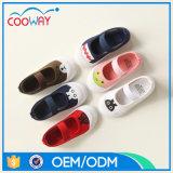 子供の注入のズック靴の中国の2017台の製靴工場