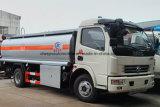 Dongfeng 4X2トラック7000リットルの燃料ディスペンサー7klオイルの輸送の