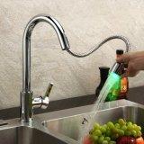 Retirer la couleur en laiton de chrome changeant le mélangeur escamotable à action hydraulique de tarauds de cuisine de DEL