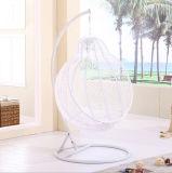 Chaise pivotante en rotin extérieur à style moderne