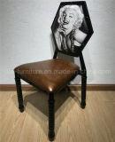 レストランは木製の椅子を模倣した