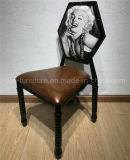 El restaurante imitó la silla de madera