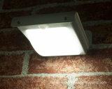 Lumière solaire extérieure de mouvement solaire de l'éclairage DEL de mur avec des batteries