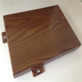 El panel de aluminio con el grano de madera para la decoración