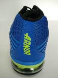 Junge Art-Form-blaue athletische Gymnastik-Fußbekleidung