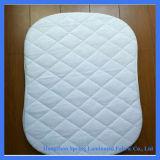 赤ん坊のための柔らかいキルトにされたタケ防水折畳み式ベッドのまぐさ桶のマットレスの保護装置