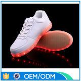 De lage OEM MOQ LEIDENE Mensen van Schoenen, Opvlammende LEIDENE van de Uitstraling Lichte Schoenen voor Mensen