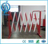 Barrière extensible rouge de route en métal blanc