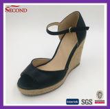 Sandalo nero del cuneo delle donne dell'unità di elaborazione