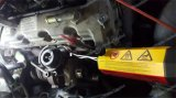 Сбывание! Автомобиль ремонтируя разбивочную наклейку на бампере пользы извлекает инструмент