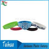 Le fasce di manopola di gomma su ordinazione hanno impresso il braccialetto del silicone (TH-band014)