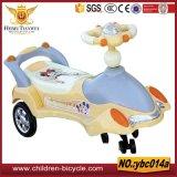 Passeio amarelo cor-de-rosa roxo da criança dos carros do balanço do bebê azul em carros/brinquedos dos miúdos