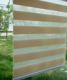 Занавесы ролика цвета зебры слепые по-разному