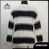 De Klassieke Zwarte Witte Gestreepte Sweater van vrouwen