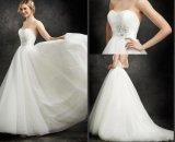 Os vestidos de esfera nupciais baratos Tulle Strapless perlam o vestido de casamento conservado em estoque W176285