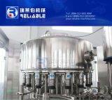 El PLC controla la máquina de rellenar plástica del agua potable de la botella