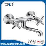 安い価格の熱い販売の真鍮の二重ハンドルの流しのミキサー