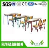 Mesa e cadeira para a escola