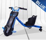 子供または子供のための電気スクーターを漂わせる3つの車輪