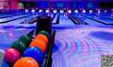 Vicolo di bowling Emettere luce-in-Scuro pieno per il centro moderno di bowling