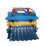 Roulis de tuile glacé par toit en métal formant la machine