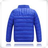 A roupa ao ar livre conservada em estoque da fábrica tosa para baixo revestimentos de Hoodie do inverno para miúdos das crianças do homem