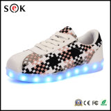 Zapatos luminosos de la luz LED de las mujeres de los hombres de los adultos al por mayor de los amantes con contellear único