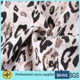 Reticolo del leopardo del tessuto di rayon di stampa per gli indumenti delle donne