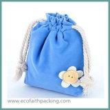 花が付いているビロードのドローストリングの袋のビロードの記憶のギフト袋
