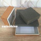 Suposición de madera como el rectángulo de regalo del embalaje del papel de la joyería
