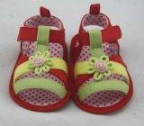 Sandali belli dei pattini di bambino